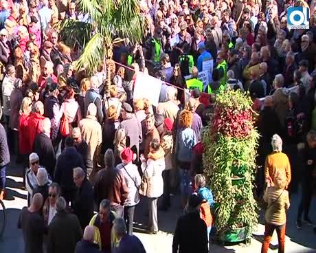 """Multitudinaria concentración por la """"mísera"""" subida de las pensiones"""