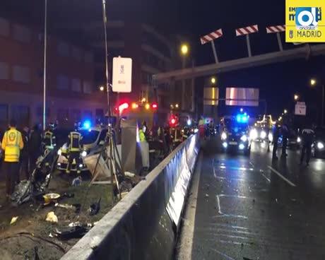 Dos jóvenes muertos y cuatro heridos al estrellarse un coche en Madrid