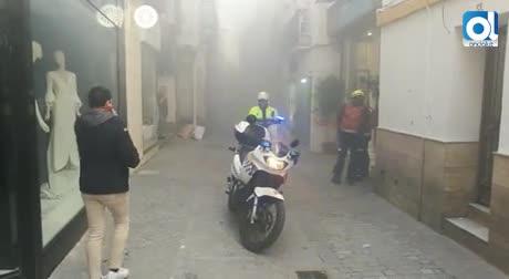 Susto en la calle Cuna tras incendiarse una acometida eléctrica