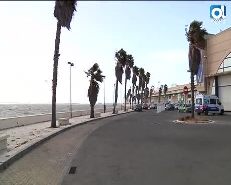 El fuerte viento de Levante causa al menos cinco heridos en Cádiz