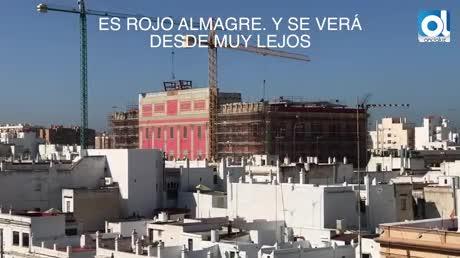 El rojo almagre del Ayuntamiento ya luce en la fachada al natural