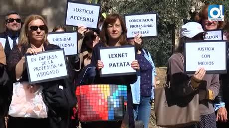 """Los abogados claman: """"La Justicia no puede sostenerse a nuestra costa"""""""