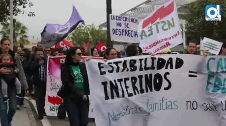 Un centenar de interinos pide a Díaz estabilidad en la Enseñanza