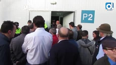 Vigilancia policial en el mercado provisional de abastos de Sanlúcar