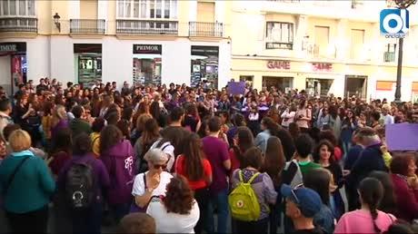 Cientos de personas protestan en Cádiz contra sentencia a la Manada