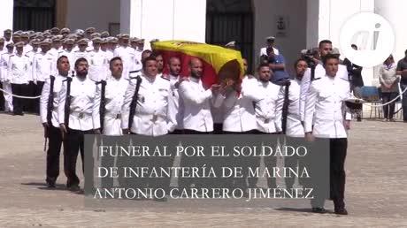 Honras fúnebres para un soldado del Segundo Batallón de Desembarco