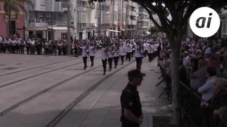 Izado de bandera en los últimos actos del Día de las Fuerzas Armadas