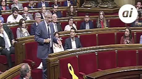 Torra se sienta solo en la bancada del Govern en el Parlament